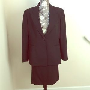 Ann Klein black 2 piece skirt suit size 14
